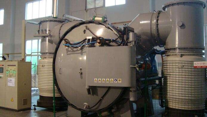 Vacuum soldering furnace