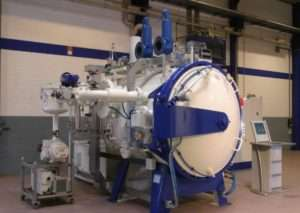 Horizontal vacuum heat treatment furnace