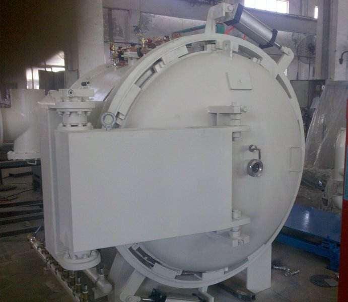 Large horizontal vacuum sintering furnace