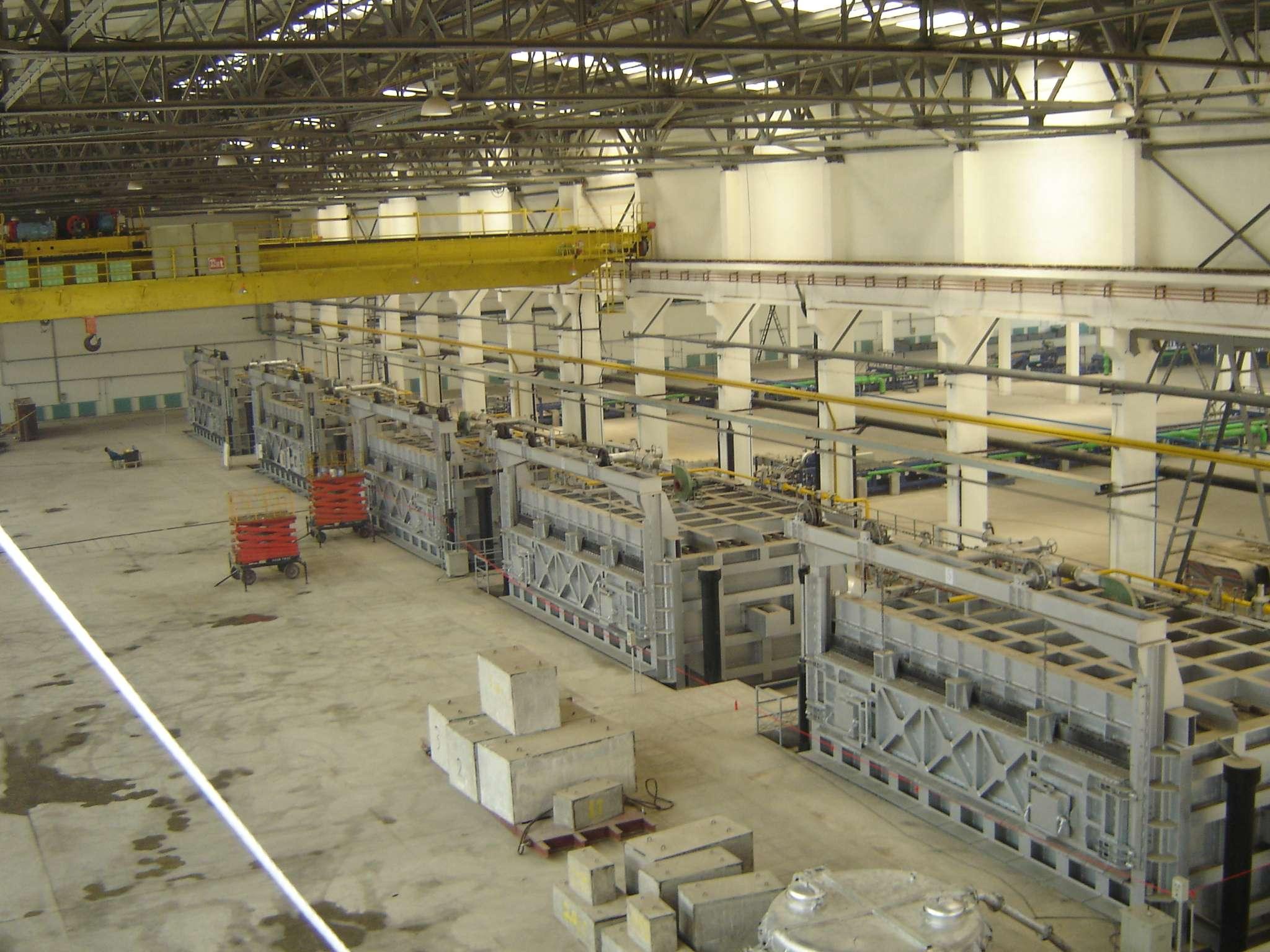 Aluminum liquid holding furnace