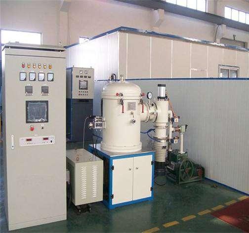 Vertical induction melting furnace
