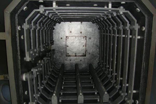 Vacuum furnace heating chamber