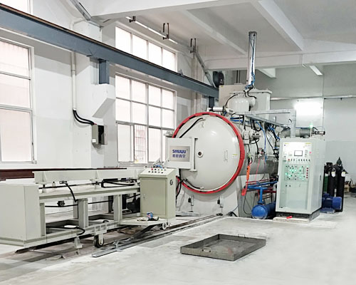 Vacuum furnace for mould heat treatment