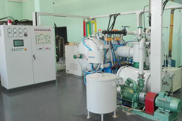Vacuum furnace for degreasing